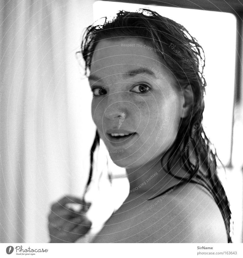 85 [an einem sonnigen tag] Jugendliche schön weiß Erholung Junge Frau Erwachsene Wärme 18-30 Jahre feminin grau Glück Gesundheit natürlich Zusammensein authentisch frisch