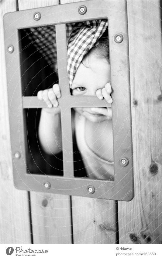 87 [versteckspiel] Freude Fenster Spielen Holz Glück natürlich Zusammensein authentisch Häusliches Leben Fröhlichkeit Kommunizieren beobachten Sicherheit