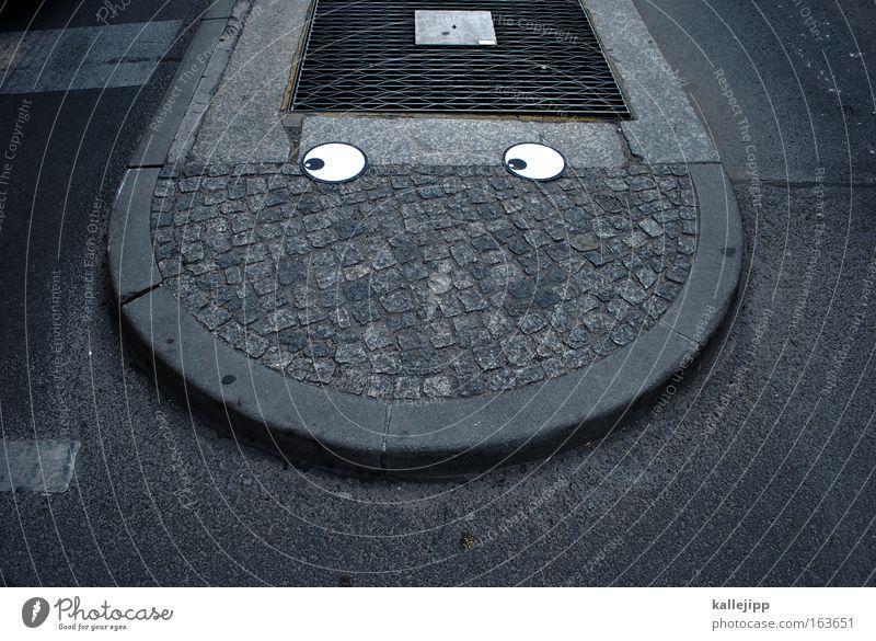 keep on smiling Farbfoto Außenaufnahme Menschenleer Schatten Wegsehen androgyn Kopf Auge Mund Straße Straßenkreuzung Wegkreuzung Stein Beton Verkehrszeichen