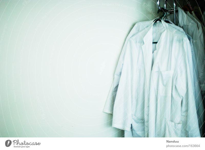 Wartestation blau weiß kalt Studium Gesundheitswesen Sauberkeit Arzt Beruf Wissenschaften Hemd parken Arbeitsplatz Labor Verantwortung Reinheit Feierabend