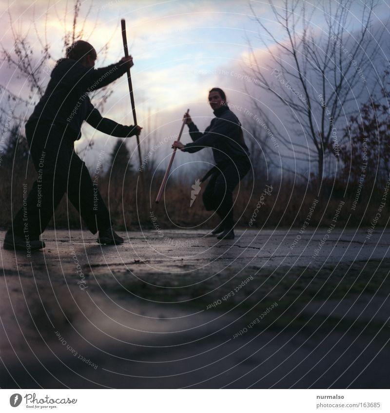 Stockhiebe II Mensch Natur Jugendliche Hand Wolken schwarz Erwachsene Sport Holz Beine Paar Stimmung Fuß Erde Zusammensein Kraft