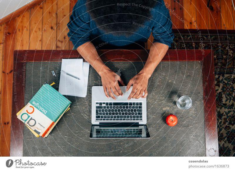 Lernen Mensch Jugendliche Mann Junger Mann 18-30 Jahre Erwachsene Schule maskulin Frucht Arme Computer Trinkwasser lernen einzigartig Studium lesen