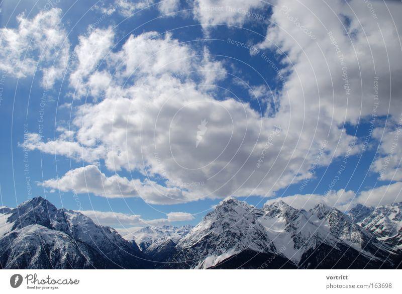 Champagner Powder Farbfoto Außenaufnahme Menschenleer Textfreiraum oben Tag Sonnenlicht Sonnenstrahlen Weitwinkel Skier Skipiste Natur Landschaft Luft Himmel
