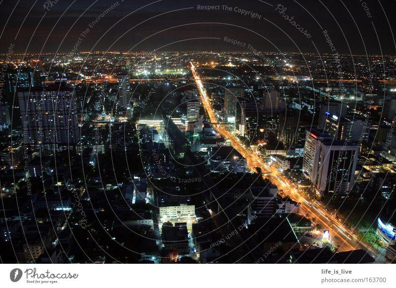 im Rausch der Nacht Ferien & Urlaub & Reisen Haus Ferne Straße Gebäude Straßenverkehr groß Hochhaus leuchten Stadt Verkehrswege Stadtzentrum Hauptstadt Thailand