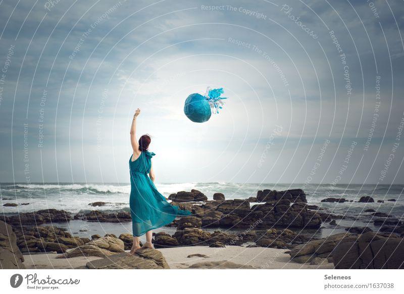 wenn Quallen fliegen Leben harmonisch Wohlgefühl Sinnesorgane Erholung ruhig Ausflug Abenteuer Ferne Freiheit Strand Meer Wellen Mensch feminin Frau Erwachsene