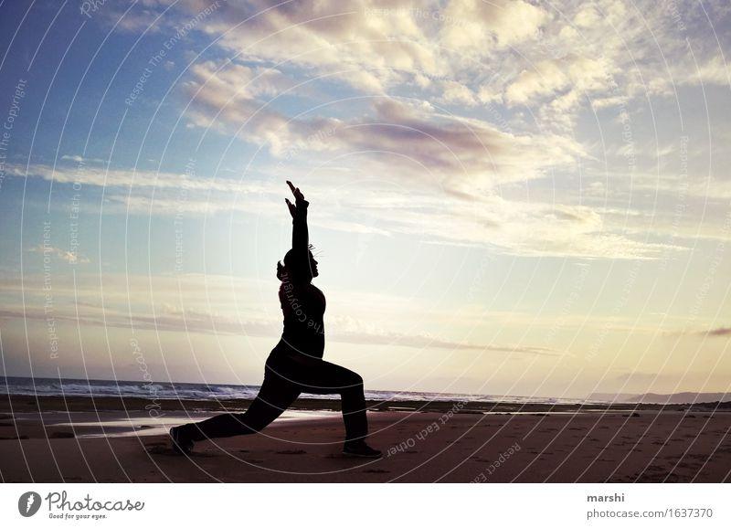tiefenentspannt Mensch Frau Himmel Ferien & Urlaub & Reisen Erholung Strand Ferne Reisefotografie Leben Bewegung Sport sportlich Abenddämmerung Yoga