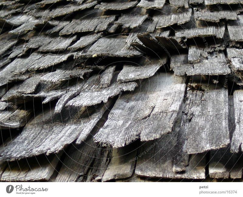 Schindeldach Dach verfallen Handwerk trocken Dachziegel grau-schwarz