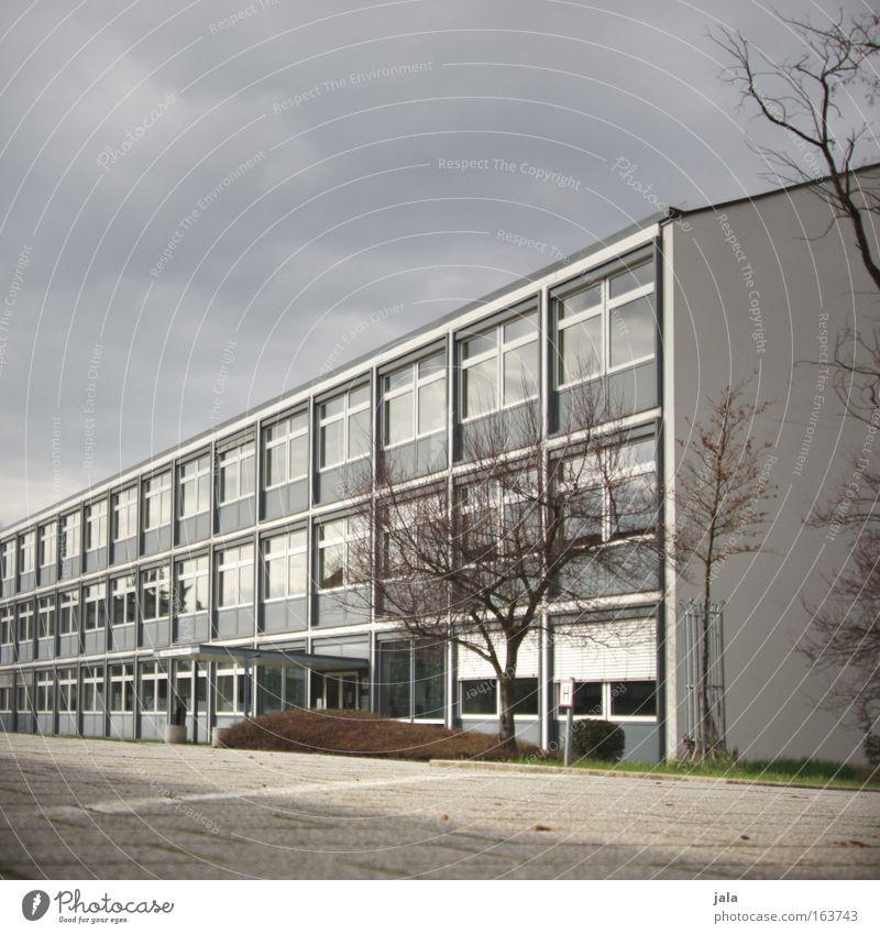 vorübergehend geschlossen! Baum Haus Fenster Leben kalt Schule Gebäude Arbeit & Erwerbstätigkeit Platz Schulgebäude Bildung Fabrik Gewitterwolken Firmengebäude