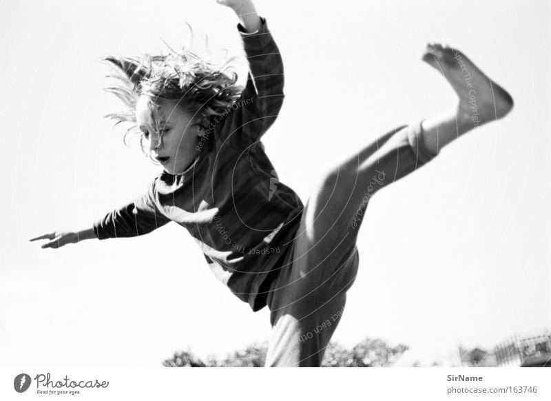 91 [weich fallen] Kind Jugendliche Freude Bewegung Spielen Junge Glück springen fliegen Kindheit wild Energiewirtschaft Fröhlichkeit Fitness einzigartig