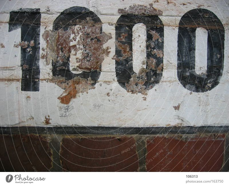 Fotonummer 114213 1000 Wand tausend Ziffern & Zahlen Stein Backstein alt abgerockt verfallen