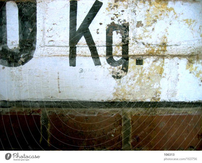 Fotonummer 118118 alt Mauer Ziffern & Zahlen Punkt Zeichen Hinweis Kilogramm