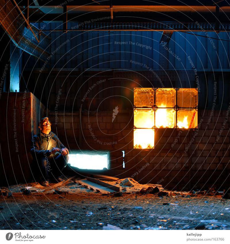 lagerfeuer in lagerhalle mit kalle Mensch Mann Leben Sand Wärme Stein Traurigkeit Glas warten Beton maskulin Feuer außergewöhnlich trist bedrohlich beobachten