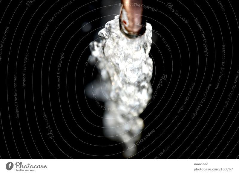 unbändige Kraft vs. pure Energie Wasser dunkel Leben Metall Trinkwasser nass Wassertropfen fallen Lebensfreude edel abwärts fließen Wasserfall Kupfer