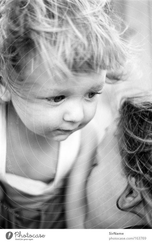 92 [brüder] Spielen Kinderspiel Kleinkind Junge Bruder Kindheit Mensch 1-3 Jahre 3-8 Jahre berühren festhalten Kommunizieren krabbeln Blick toben Umarmen