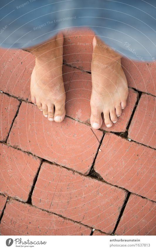 Barfuß auf Backstein Ziegel Boden Lifestyle schön Körperpflege Pediküre Gesundheit Gesundheitswesen Leben Wohlgefühl Freizeit & Hobby Haus wandern Spaziergang