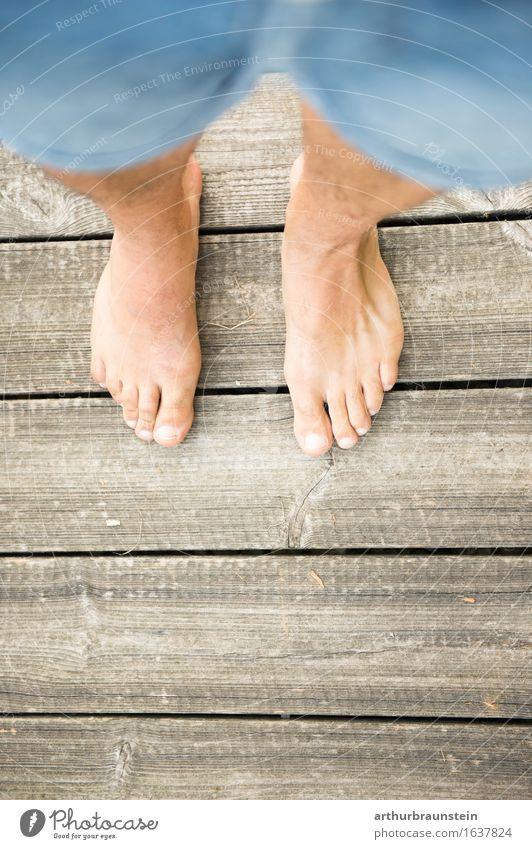 Barfuß auf Holz Körperpflege Pediküre Ferien & Urlaub & Reisen Ausflug Sommer Spaziergang Mensch maskulin Junger Mann Jugendliche Erwachsene Leben Fuß 1