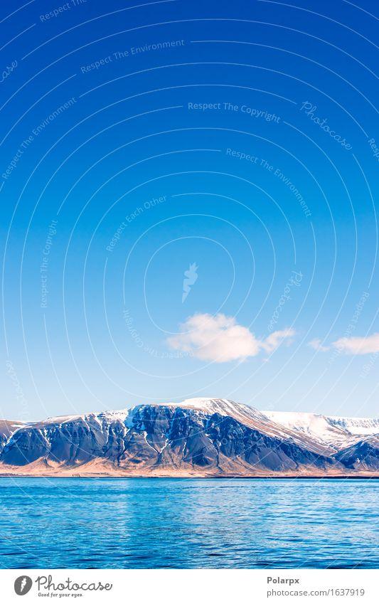 Idyllische Berglandschaft am Meer mit weißen Wolken Leben Ferien & Urlaub & Reisen Tourismus Wellen Schnee Berge u. Gebirge Umwelt Natur Landschaft Himmel Klima