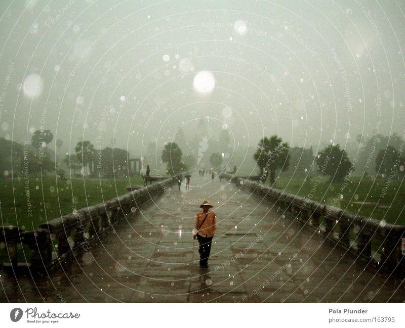 King of Cambodia maskulin 1 Mensch Wassertropfen schlechtes Wetter Regen Gewitter Park Angkor Wat Kambodscha Asien Bauwerk Architektur Sehenswürdigkeit