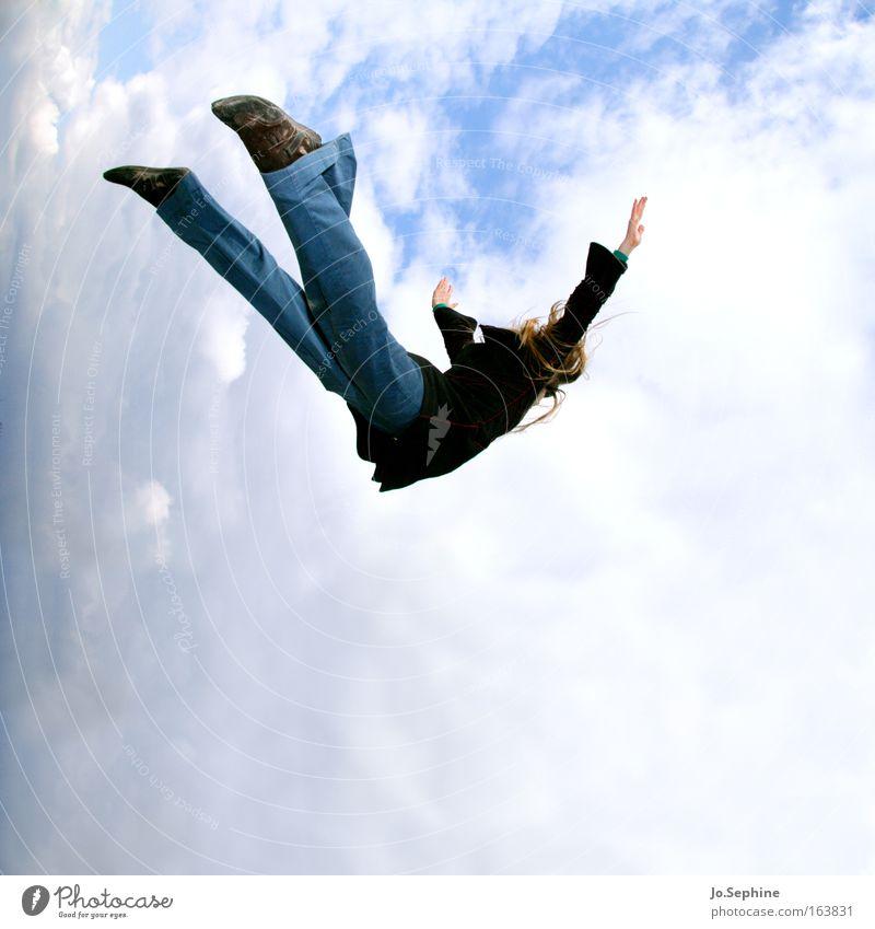 free fall Mensch Frau Erwachsene springen träumen fliegen frei verrückt fallen Risiko Mut Sturz Schweben Leichtigkeit Kraft Schwerelosigkeit