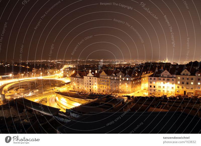 Nächtlicher Verkehr in Prag Farbfoto Außenaufnahme Experiment Menschenleer Nacht Langzeitbelichtung Bewegungsunschärfe Tschechien Europa Stadt Hauptstadt