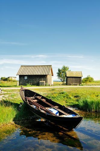 alt blau grün Sommer Wasser Landschaft Haus Wald Architektur Holz Hütte Material Schweden Fischerboot Fischerdorf aufgereiht