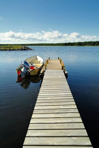 Sommer Wald See Anlegestelle Motor Fischerboot Lokomotive nautisch