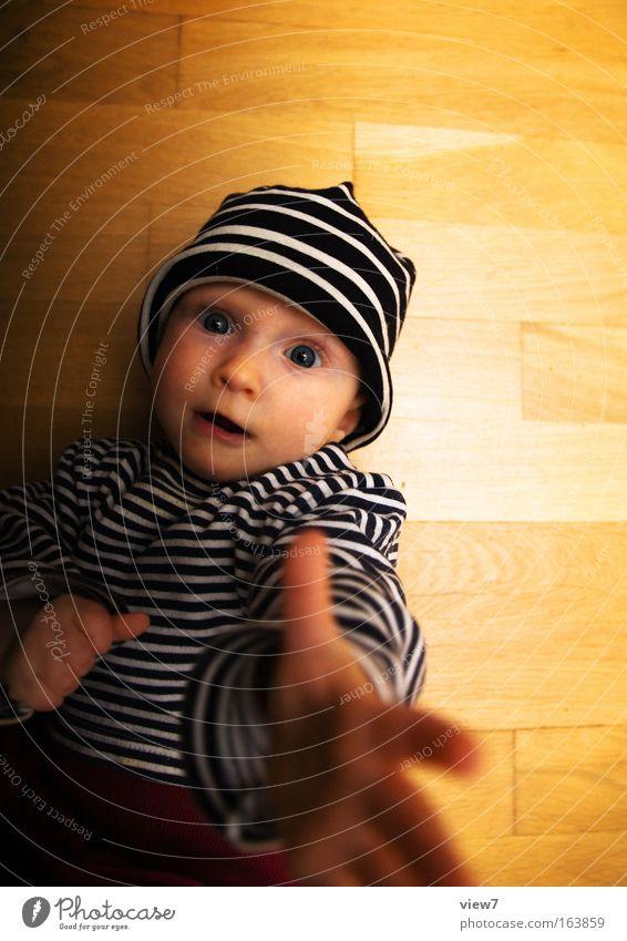 nach Sternen greifen. Mensch Kind Hand Mädchen Freude Gesicht Auge Spielen Glück Innenarchitektur Baby Finger ästhetisch Wachstum niedlich beobachten