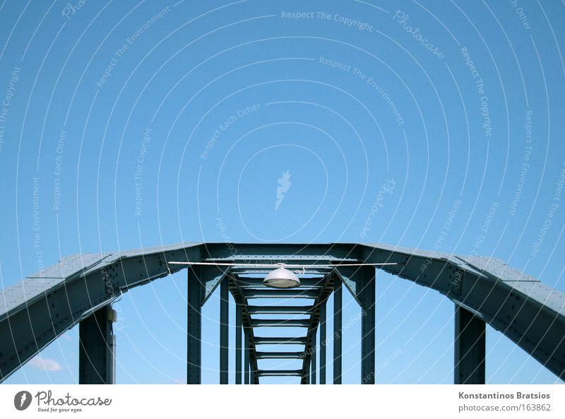 blue is my color Himmel blau Farbe Metall Lampe groß Brücke Stahl Niete