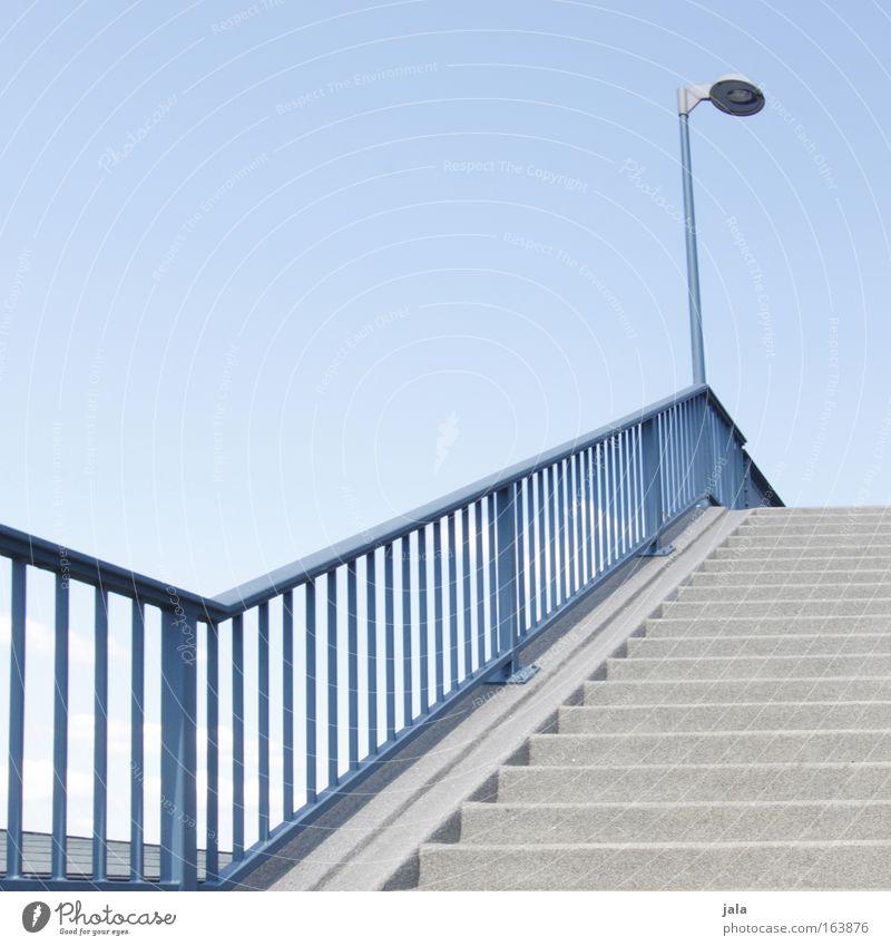 staircase Sommer Architektur gehen hoch Treppe Schönes Wetter Laterne Straßenbeleuchtung aufwärts abwärts Wolkenloser Himmel