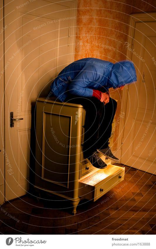 schubladendenken Mensch Jugendliche Erwachsene Erholung Tür Innenarchitektur elegant maskulin außergewöhnlich ästhetisch leuchten 18-30 Jahre retro beobachten