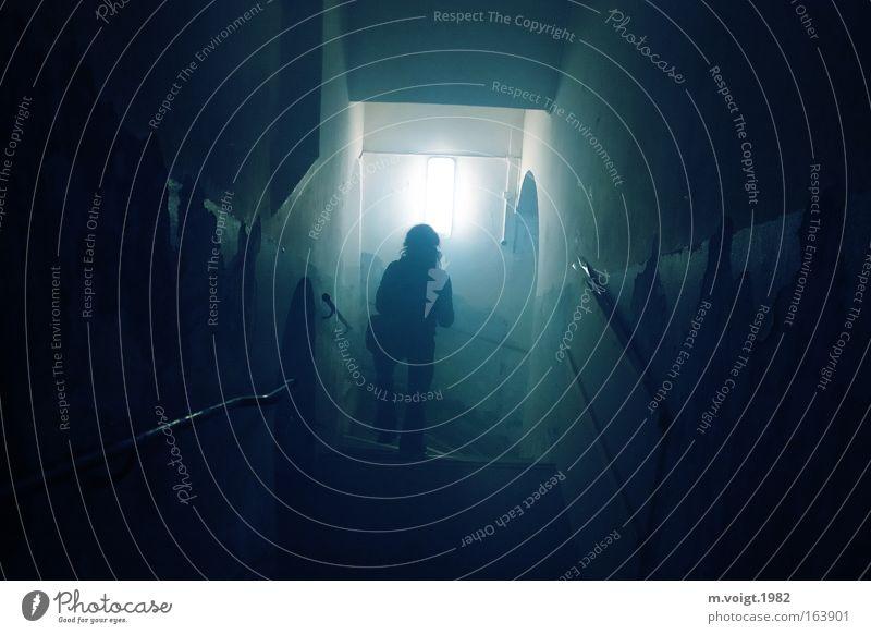 Zappenduster - oder ein Licht am Ende des Ganges Mensch dunkel Lampe gehen Treppe Suche kaputt Vergänglichkeit geheimnisvoll schäbig Treppenhaus Verbote abwärts Gang Dunst Schatz