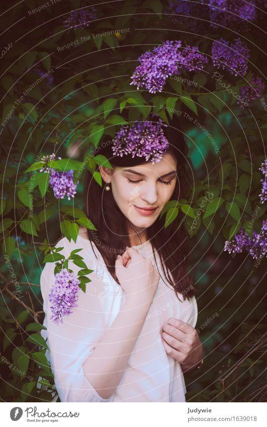 Nymphe schön Wohlgefühl Zufriedenheit Sinnesorgane Duft Sommer Mensch feminin Junge Frau Jugendliche Erwachsene 13-18 Jahre 18-30 Jahre Umwelt Natur Frühling