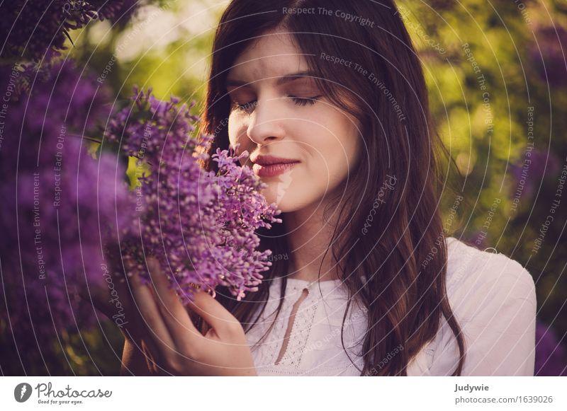 Geruchs-Idylle Glück schön Haare & Frisuren Allergie Wohlgefühl Sommer Mensch feminin Junge Frau Jugendliche Erwachsene 18-30 Jahre Umwelt Natur Frühling