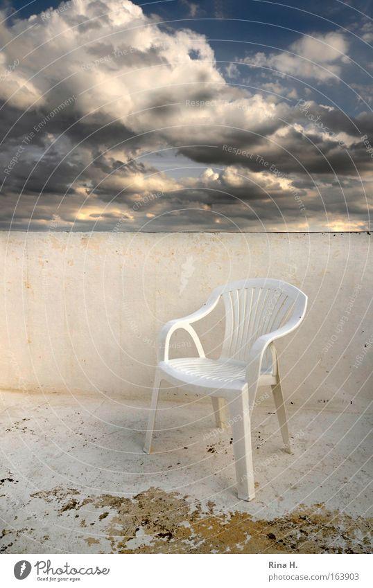 Träume Himmel weiß blau Ferien & Urlaub & Reisen Wolken Herbst Gefühle träumen Traurigkeit Zufriedenheit warten Wetter leer ästhetisch Stuhl Dach