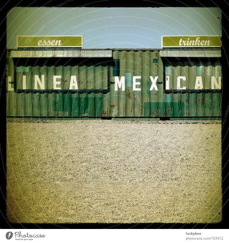 No Free Lunch blau grün Sommer Einsamkeit ruhig Wärme Sand Metall gold Getränk Hinweisschild trist Wüste Schönes Wetter trocken Rost