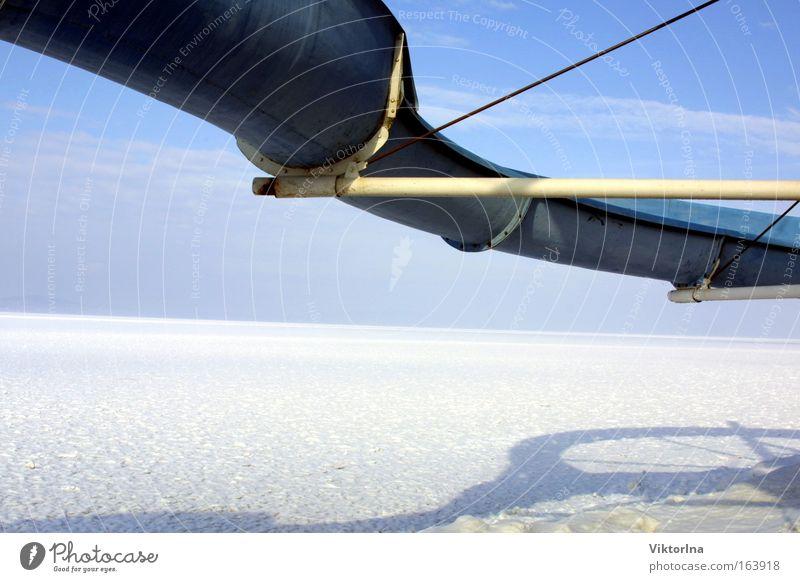 Eisrutsche III. Himmel Natur blau Wasser weiß Ferien & Urlaub & Reisen Winter Strand Schnee Umwelt Küste See Stimmung Seeufer Mut Rutsche
