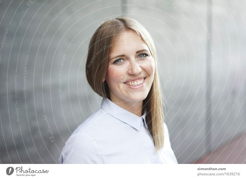 Business Berufsausbildung Azubi Praktikum Studium Student Mittelstand Unternehmen Karriere Erfolg Sitzung sprechen Team feminin 1 Mensch Beratung Bildung
