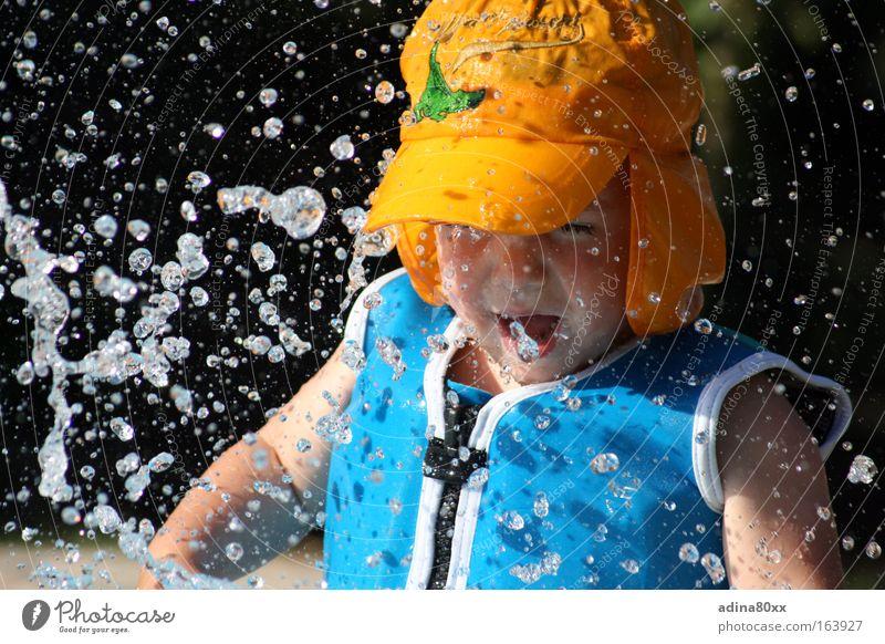 Erlebnis Wasser Kind blau Freude gelb Leben Spielen Freiheit springen Bewegung Gesundheit nass Abenteuer frei frisch Energiewirtschaft Fröhlichkeit