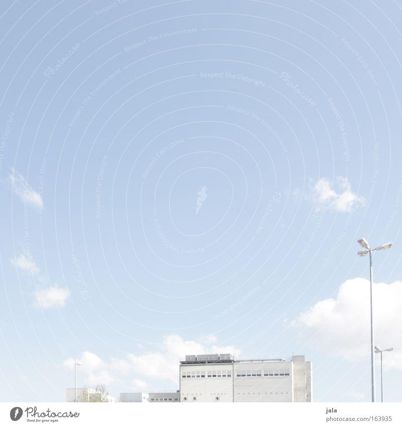 urban light therapy Himmel blau weiß Stadt schön Sommer Ferne Architektur Gebäude Arbeit & Erwerbstätigkeit frei Erfolg Industrie Güterverkehr & Logistik Fabrik Unendlichkeit