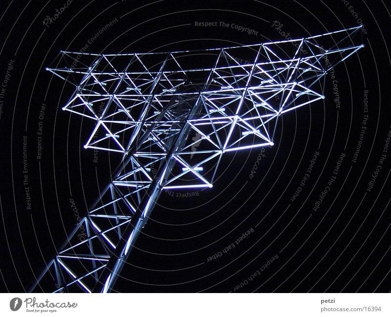 Nacht-Kunst-Werk Beleuchtung Architektur Schutz Kontakt außergewöhnlich Eisenrohr Verbundenheit verzweigt