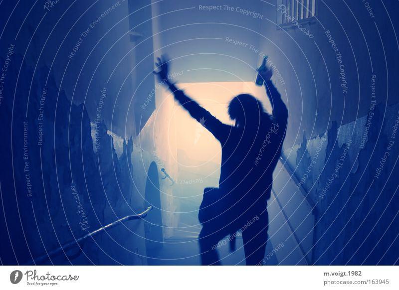 Party zur Blauen Stunde Innenaufnahme Textfreiraum links Kunstlicht Silhouette Gegenlicht Nachtleben Mensch Jugendliche 1 Treppe Gang Treppenhaus unterirdisch