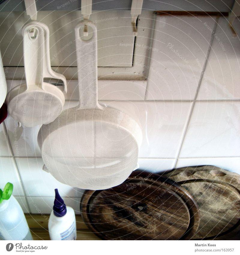 Zweier WG Holzbrett Sieb Häusliches Leben Wohnung Küche Fliesen u. Kacheln Leiste Haken authentisch Sauberkeit Ordnungsliebe sparsam Selbstständigkeit