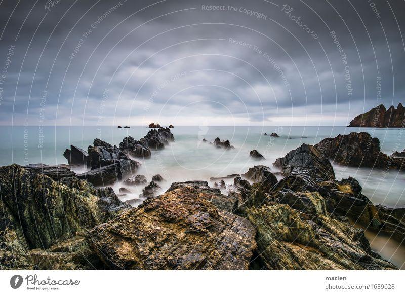 Klunker Natur Landschaft Wasser Himmel Wolken Gewitterwolken Horizont Sommer Wetter schlechtes Wetter Felsen Wellen Küste Strand Riff Meer Insel dunkel blau