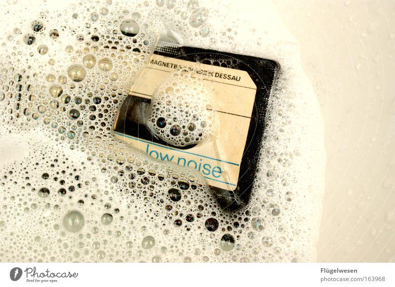 Softe Musik geht baden schön Erholung Stil Glück Zufriedenheit Design Lifestyle Wellness Technik & Technologie Schwimmbad Unterwasseraufnahme Freizeit & Hobby