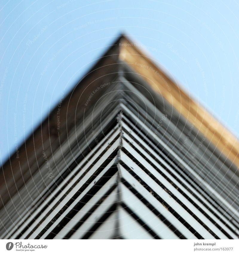^ Haus Wand Architektur Mauer Fassade Hochhaus hoch Spitze Dach Präzision Stadtrand Genauigkeit Dachziegel Graz
