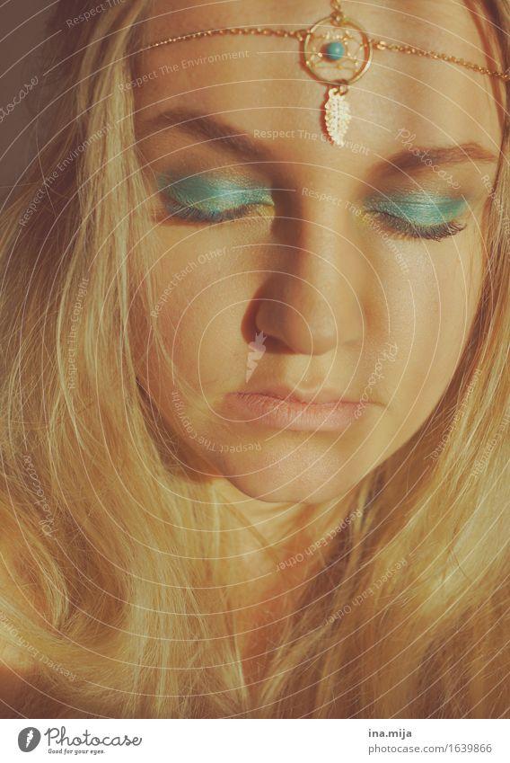 _ Mensch feminin Junge Frau Jugendliche Erwachsene Leben Gesicht 1 18-30 Jahre 30-45 Jahre Accessoire Schmuck Kette Kopfschmuck Goldschmuck blond Zufriedenheit