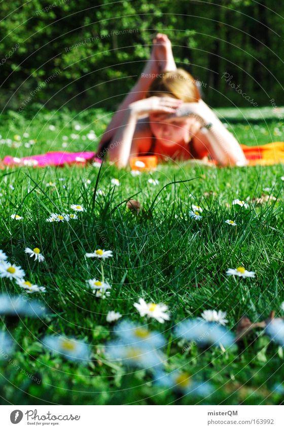 Leseratte meets Frühlingswiese. Farbfoto mehrfarbig Außenaufnahme Textfreiraum links Textfreiraum rechts Textfreiraum unten Tag Schatten Sonnenlicht Unschärfe