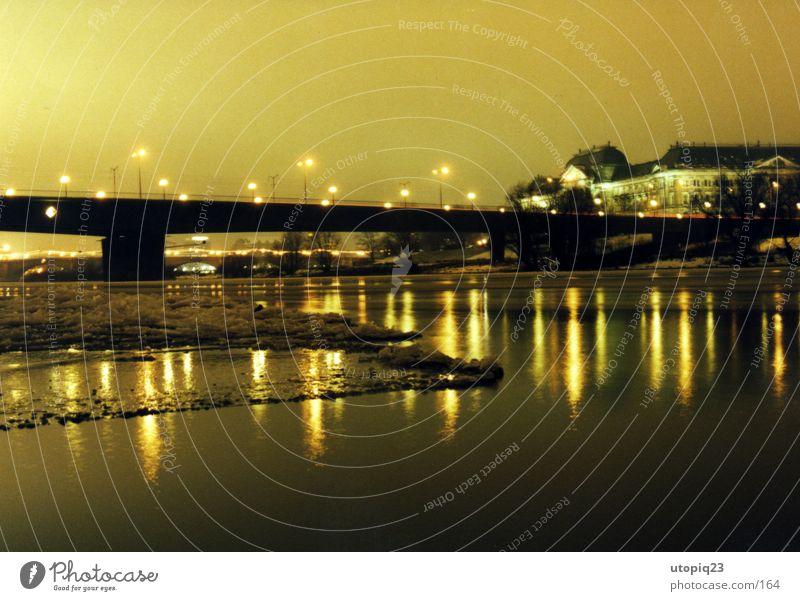 Elbsicht im Winter Wasser Wolken Architektur Schnee Eis Wetter Brücke Frost Flussufer Club Dresden Disco schlechtes Wetter Eisscholle Nebelschleier