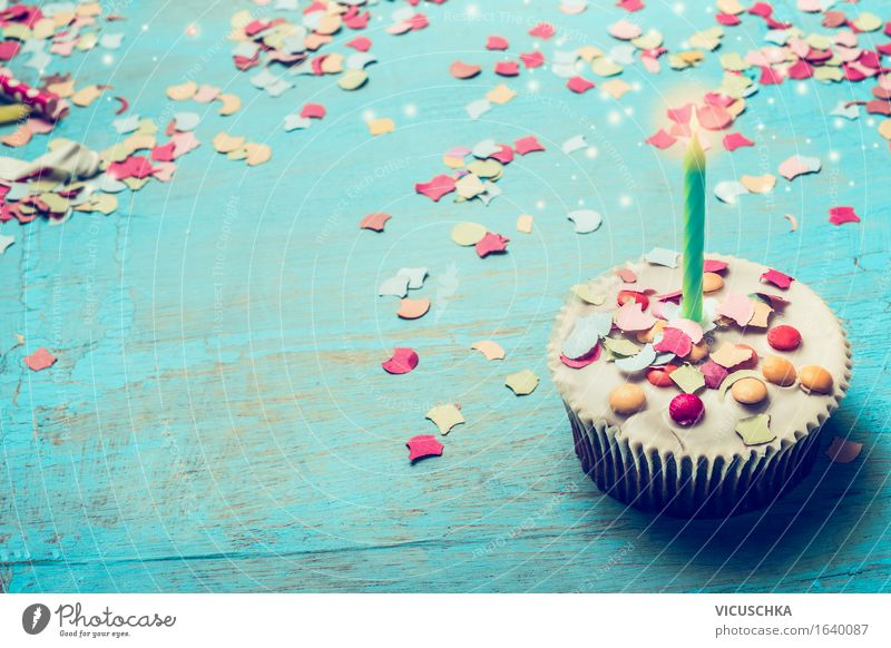Geburtstagstörtchen mit Kerze und Konfetti Dessert Stil Freude Tisch Party Feste & Feiern gelb rosa Design Cupcake Geburtstagstorte Geburtstagsgeschenk türkis