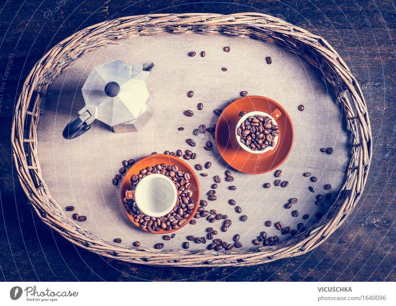 Espresso-Set mit Kaffeetassen , Bohnen und Kaffeekanne Lebensmittel Getränk Heißgetränk Geschirr Teller Tasse Stil Design Häusliches Leben Tisch retro